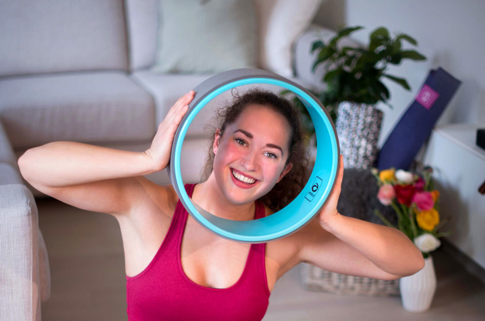 Träna yoga med Abilica YogaWheel